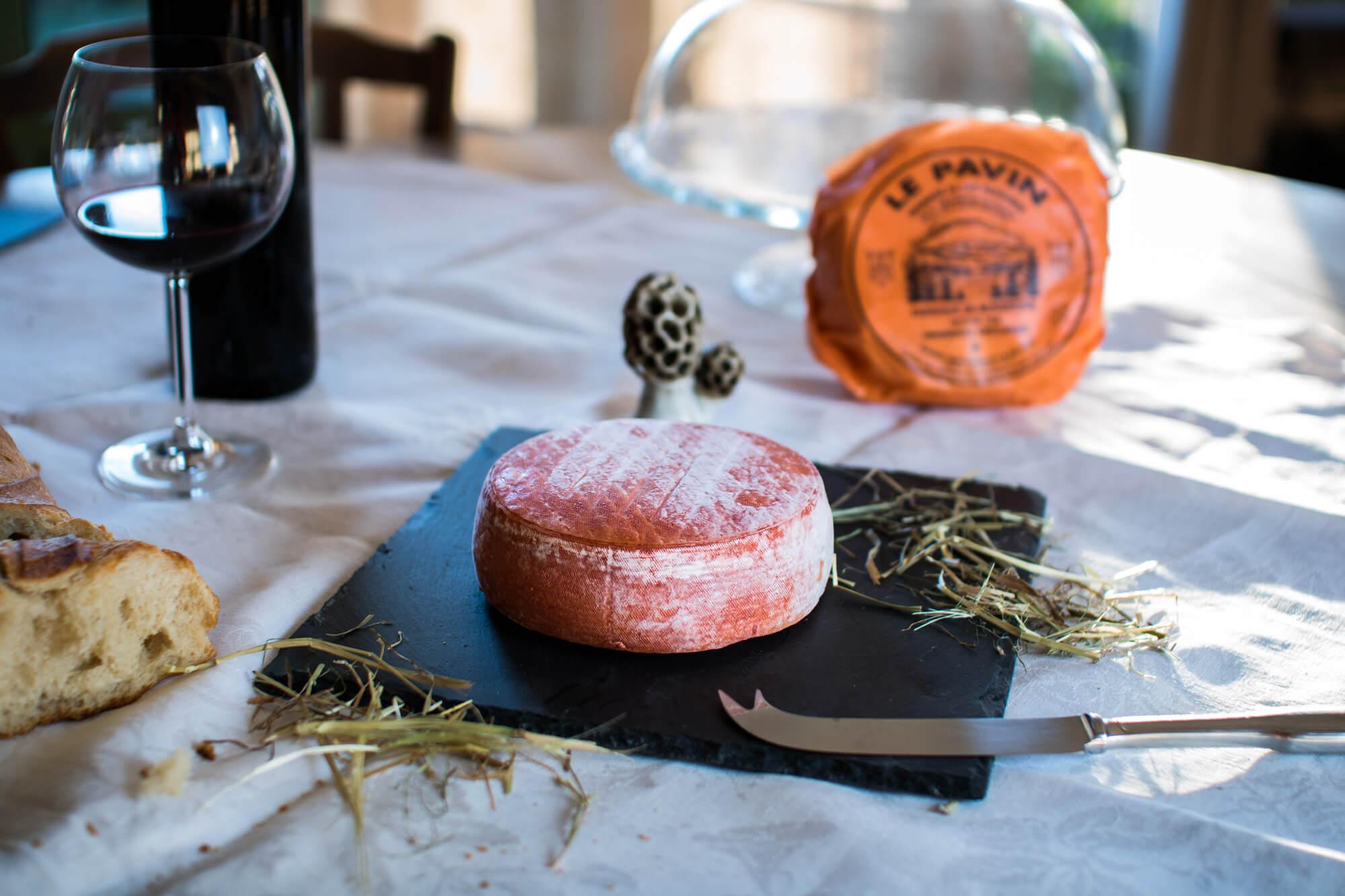 Spécialité de la Maison du Pavin. Fromage d'Auvergne au lait de vache pasteurisé et à la croute orange. Fabriqué par mon grand-père affineur en 1988.