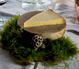 Fromage d'Auvergne AOP, le Salers, de la même famille que le cantal. Affiné en caves naturelles.